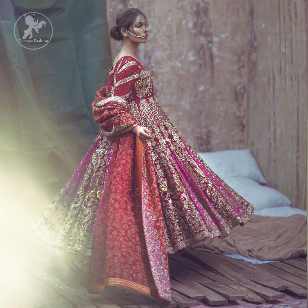 Captured in traditional silhouette, this frock bursts of vibrant colors and sumptuous details of zardozi, kora and dabka is a perfect Mehndi ensemble. The detailed kundan work on neckline and vertical panel stripes ornamented with gold kora and dabka embroidery on the bodice and comprises with churidar pajama. Complete the look with red self printed shawl and embellished pallu border to give it a perfect look.